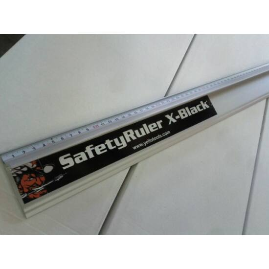 Erősített vonalzó - X-fekete 150 cm